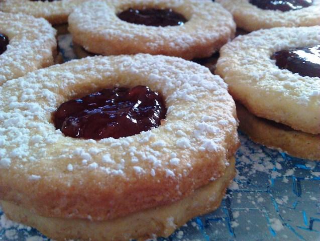 Biscotti Occhio di bue con confettura di fragole