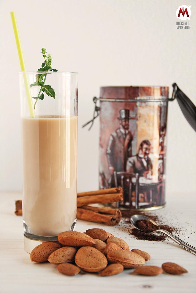 Latte di mandorla al caffè, cannella e menta