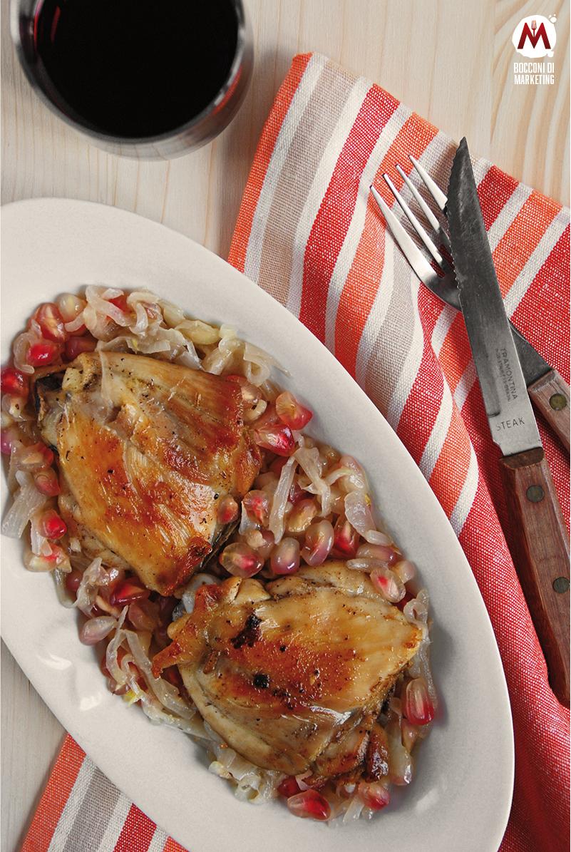 Pollo con cipolle e melagrana