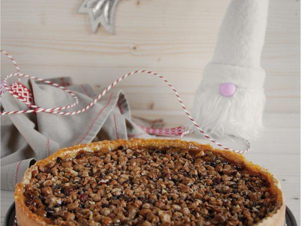 Crostata di albicocche con crumble alle nocciole