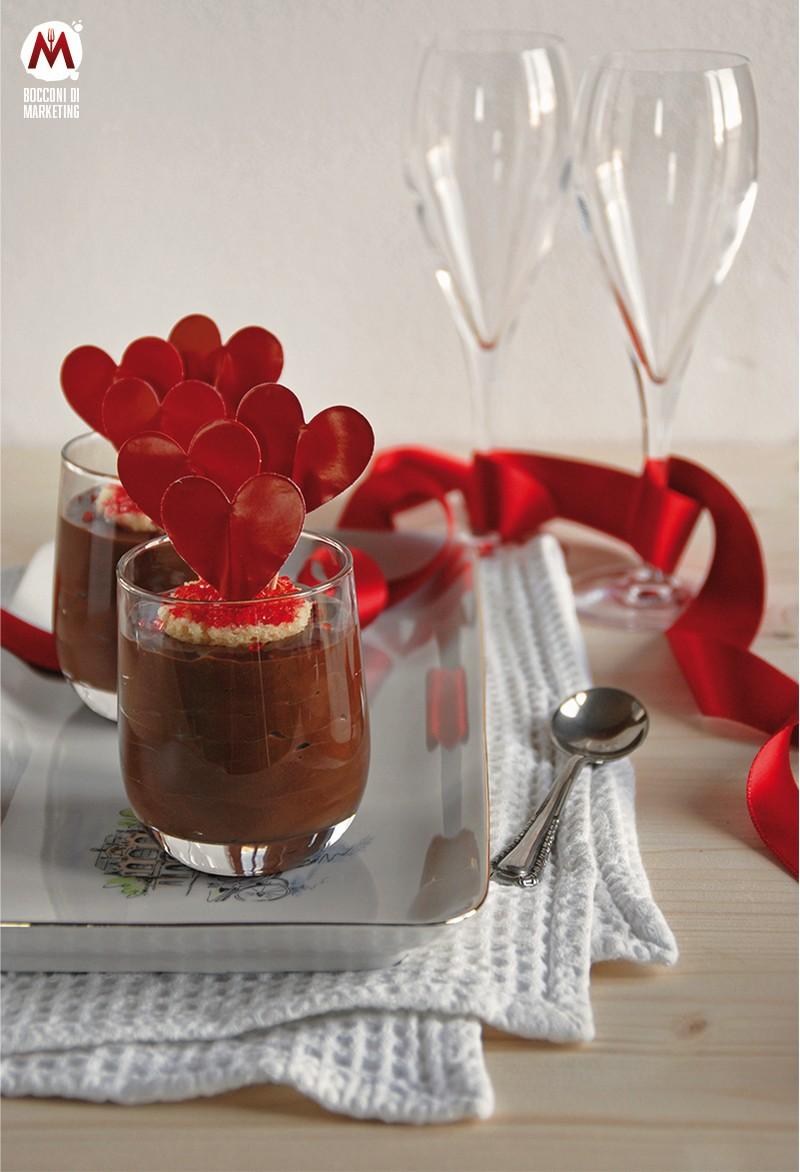 Torta al mou e cioccolato in bicchiere